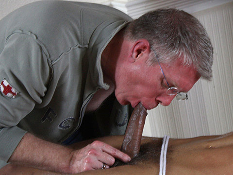 Nathaniel Bronze gay bdsm video from Boy Napped